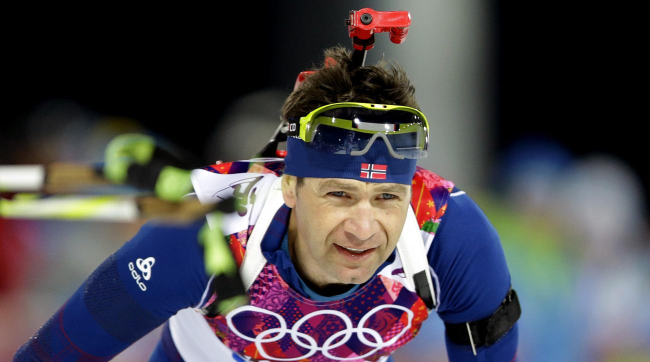 Norway's Ole Einar Bjoerndalen approaches the shooting range during the men's biathlon 12.5k pursuit, at the 2014 Winter Olympics, Monday, Feb. 10, 2014, in Krasnaya Polyana, Russia. (AP Photo/Lee Jin-man)
