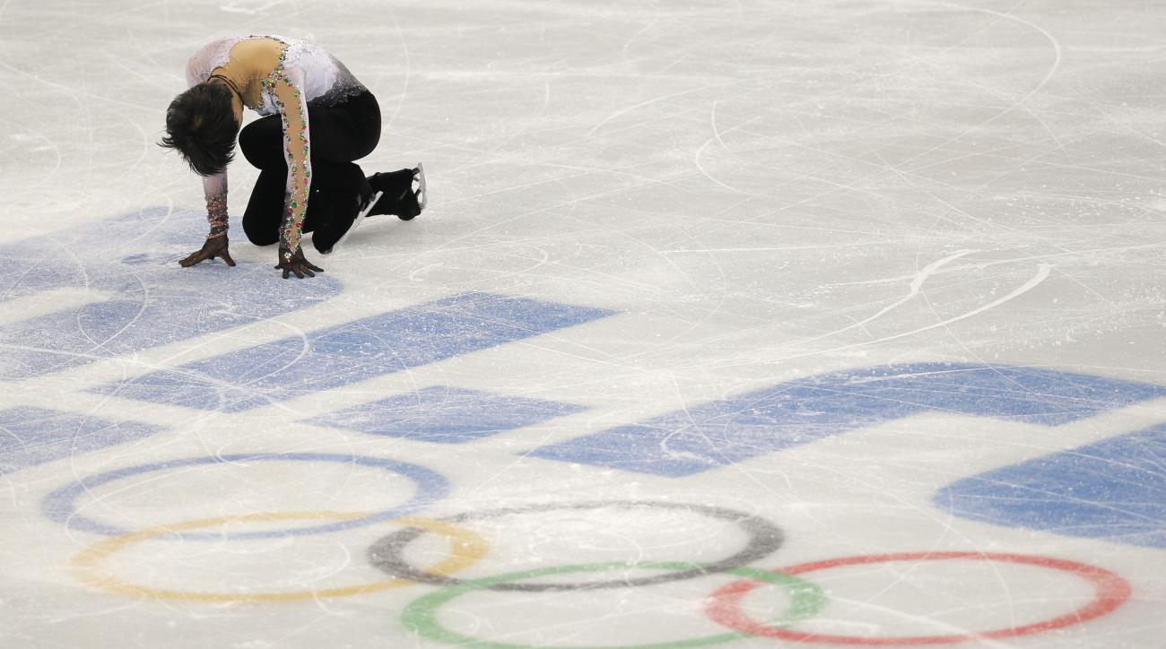 Yuzuru Hanyu of Japan completes his routine in the men's free skate figure skating final at the Iceberg Skating Palace during the 2014 Winter Olympics, Friday, Feb. 14, 2014, in Sochi, Russia. (AP Photo/Vadim Ghirda)