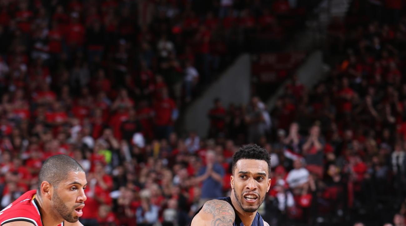 PORTLAND, OR - APRIL 25:  Courtney Lee #5 of the Memphis Grizzlies passes against the Portland Trail Blazers in Game Three of the Western Conference Quarterfinals during the 2015 NBA Playoffs on April 25, 2015 at the Moda Center in Portland, Oregon. (Phot
