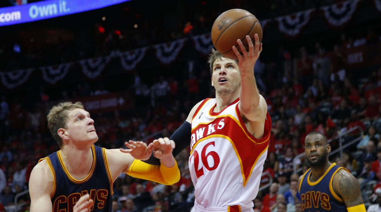 ATLANTA, GA - MAY 22:  Kyle Korver #26 of the Atlanta Hawks drives against Timofey Mozgov #20 of the Cleveland Cavaliers in the third quarter during Game Two of the Eastern Conference Finals of the 2015 NBA Playoffs at Philips Arena on May 22, 2015 in Atl