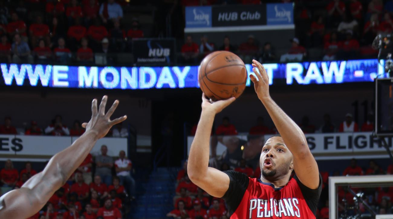 NEW ORLEANS, LA -  APRIL 23: Eric Gordon #10 of the New Orleans Pelicans takes a shot against the Golden State Warriors during Game Three of the Western Conference Quarterfinals of the 2015 NBA Playoffs on April 23, 2015 at Smoothie King Center in New Orl