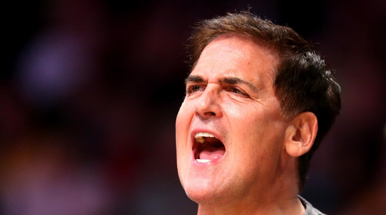 LOS ANGELES, CA - APRIL 12:  Dallas Mavericks owner Mark Cuban shouts during the game with the Los Angeles Lakers at Staples Center on April 12, 2015 in Los Angeles, California.  The Mavericks won 120-106. (Photo by Stephen Dunn/Getty Images)