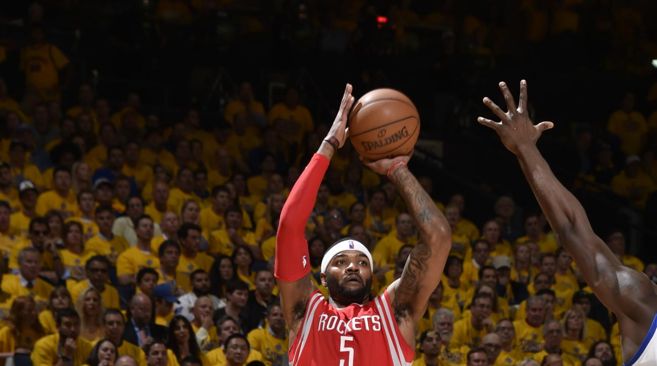 OAKLAND, CA - MAY 27:  Josh Smith #5 of the Houston Rockets shoots against the Golden State Warriors in Game Five of the Western Conference Finals during the 2015 NBA Playoffs on May 27, 2015 at ORACLE Arena in Oakland, California. (Photo by Andrew D. Ber