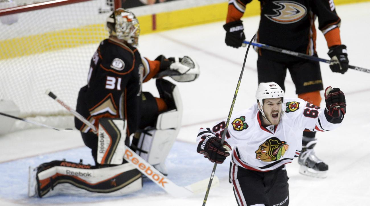 Chicago Blackhawks center Andrew Shaw, right, celebrates after scoring past Anaheim Ducks goalie Frederik Andersen during the first period of Game 2 of the Western Conference final during the NHL hockey Stanley Cup playoffs in Anaheim, Calif., Tuesday, Ma