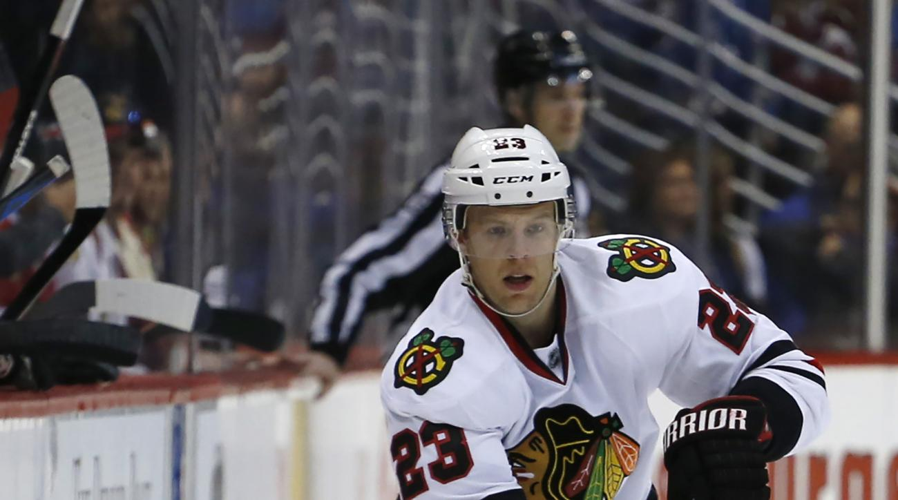 Chicago Blackhawks right wing Kris Versteeg skates against the Colorado Avalanche during the first period of an NHL hockey game Saturday, April 11, 2015, in Denver. (AP Photo/Jack Dempsey)