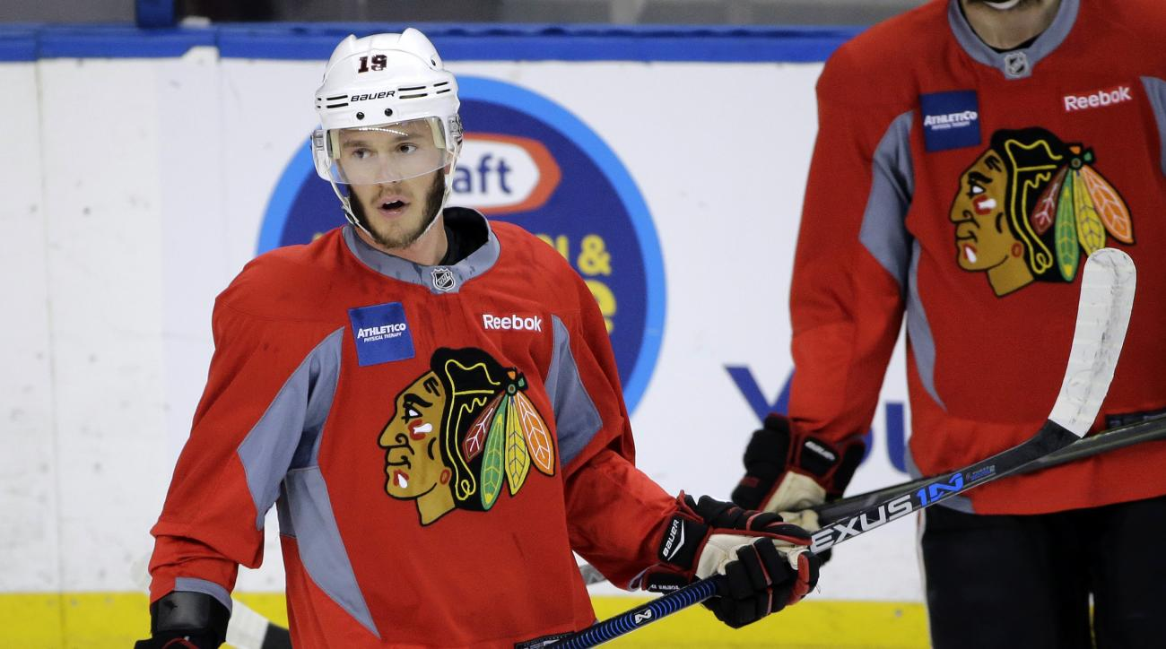 Chicago Blackhawks center Jonathan Toews watches drills during NHL hockey practice for the Stanley Cup Finals, Tuesday, June 2, 2015, in Tampa, Fla. The Blackhawks take on the Tampa Bay Lightning in Game 1 on Wednesday.  (AP Photo/Chris O'Meara)
