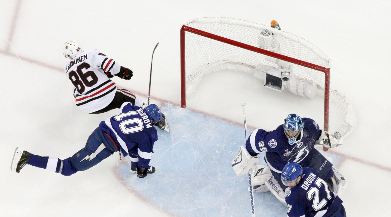 Chicago Blackhawks center Antoine Vermette (80) shoots to score against the Tampa Bay Lightning during the third period of Game 5 of the NHL hockey Stanley Cup Final, Saturday, June 13, 2015, in Tampa, Fla. (AP Photo/John Raoux)