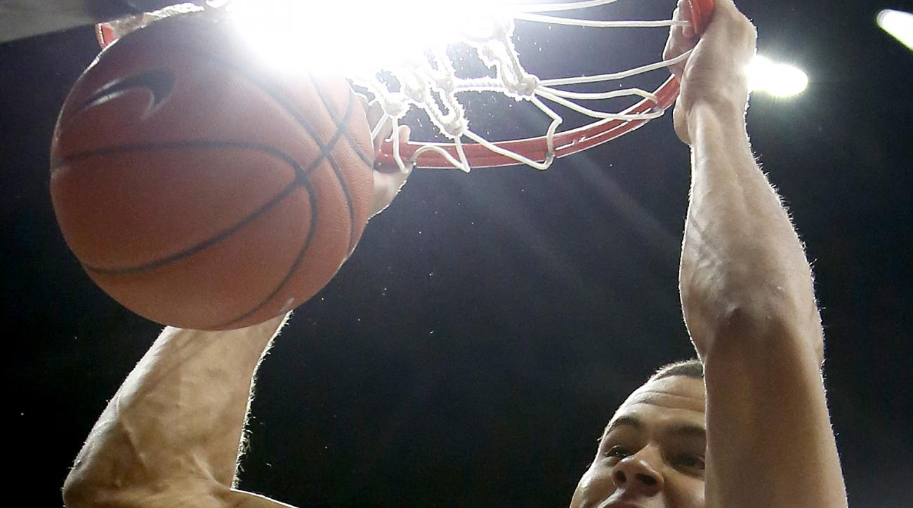 Arizona forward Ryan Anderson dunks against Chico State during the second half of an NCAA college basketball exhibition game, Sunday, Nov 8, 2015, in Tucson, Ariz. (AP Photo/Rick Scuteri)
