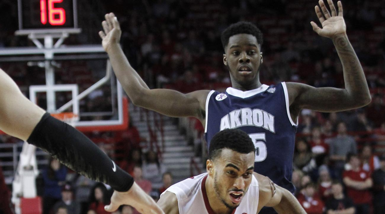 Arkansas' Jabril Durham (4) drives up the middle and past Akron's Antino Jackson (55) during the first half of an NCAA college basketball game, Wednesday, Nov. 18, 2015, in Fayetteville, Ark. (AP Photo/Samantha Baker)