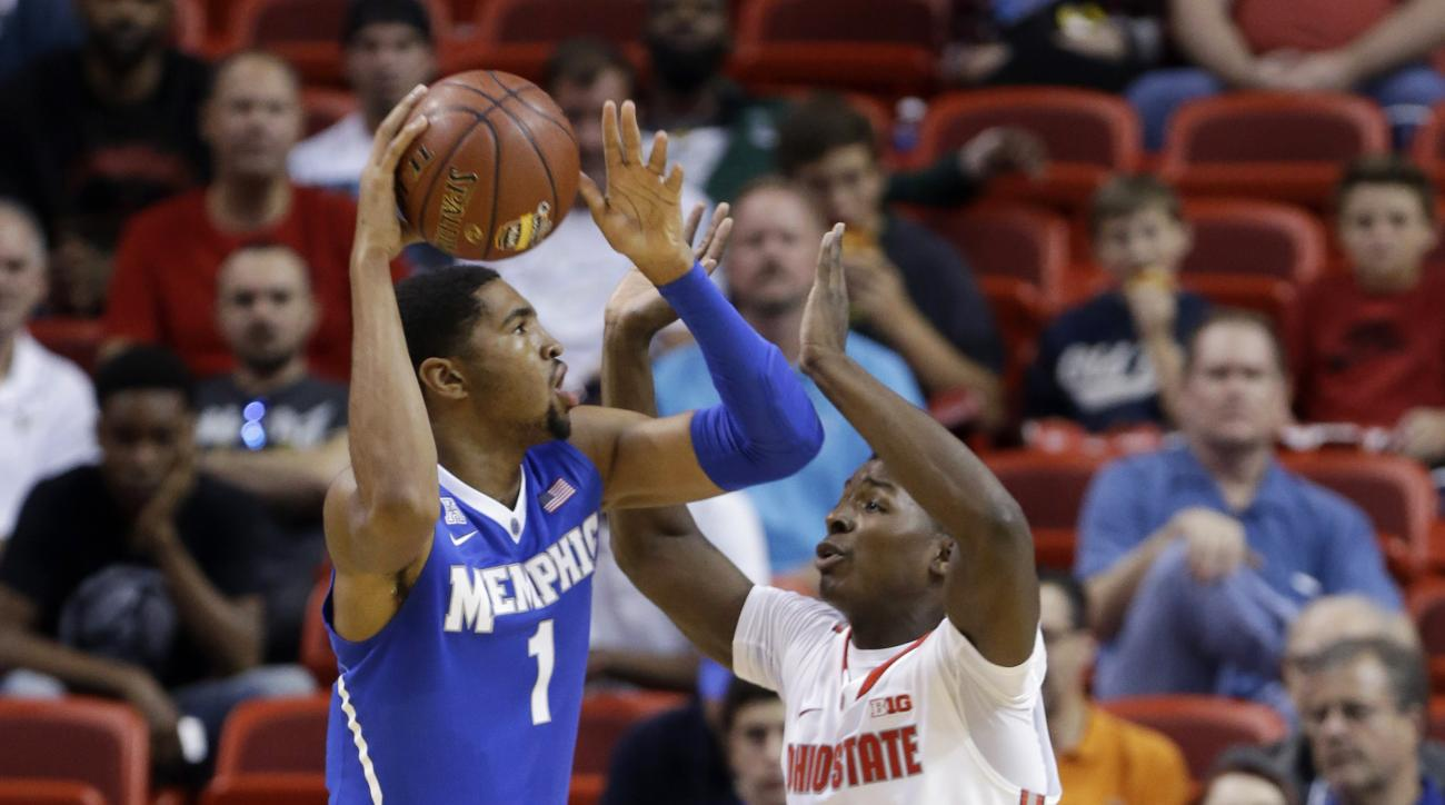 Memphis forward Dedric Lawson (1) looks to pass as Ohio State forward Jae'Sean Tate (1) defends in the first half of the Hoophall Miami Invitational NCAA college basketball tournament, Friday, Nov. 27, 2015, in Miami. (AP Photo/Lynne Sladky)