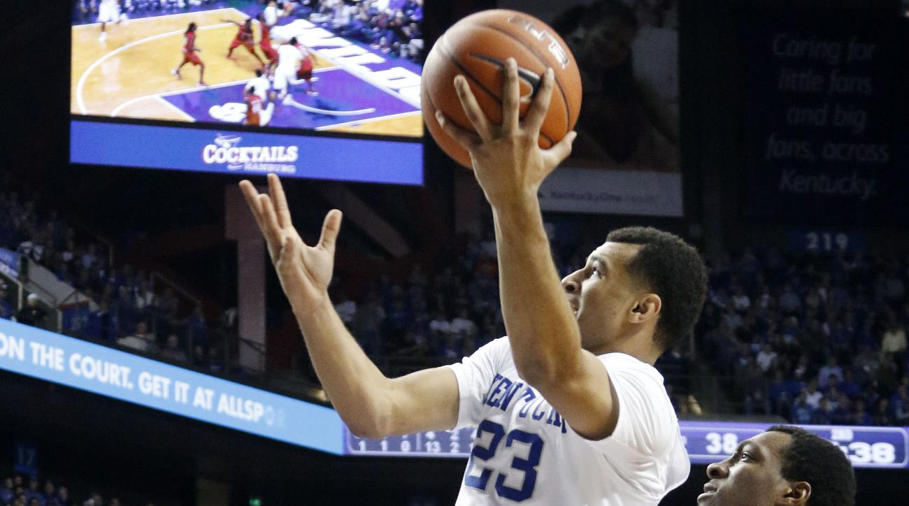 Kentucky's Jamal Murray, center, shoots between Illinois State's Deontae Hawkins, left, and MiKyle McIntosh during the second half of an NCAA college basketball game Monday, Nov. 30, 2015, in Lexington, Ky. Kentucky won 75-63. (AP Photo/James Crisp)