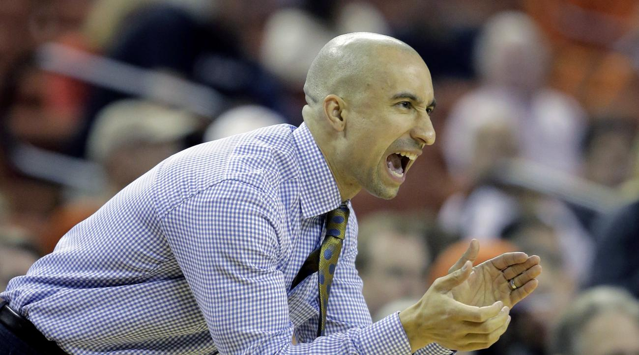 Texas head coach Shaka Smart calls to his players during the first half of an NCAA college basketball game against UTSA , Tuesday, Dec. 8, 2015, in Austin, Texas. (AP Photo/Eric Gay)