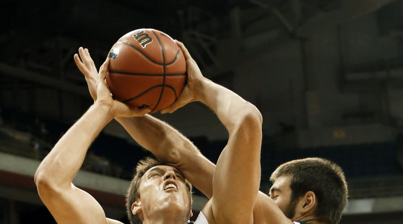 \tPittsburgh's Rafael Maia (5) is defended by Jesse Hunt (34) as he shoots in the first half of an NCAA college basketball game, Friday, Dec. 11, 2015, in Pittsburgh. (AP Photo/Keith Srakocic)