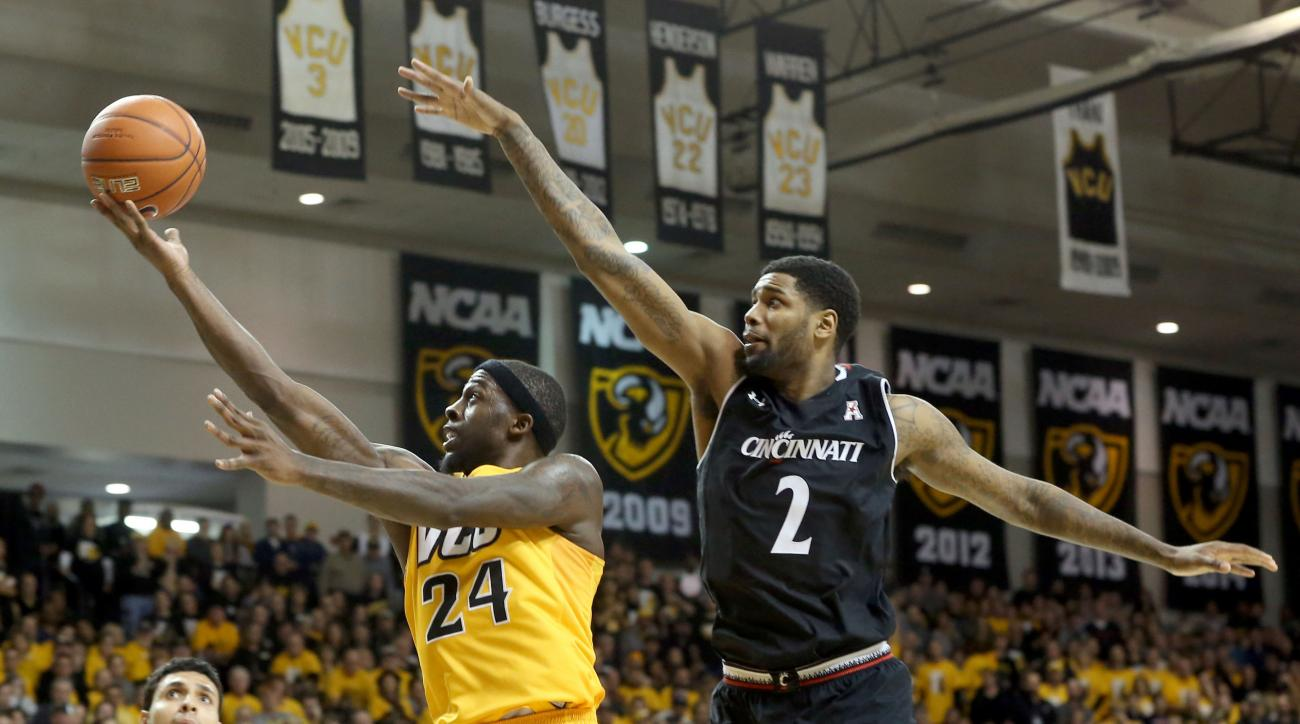 VCU's Korey Billbury, left, shoots against Cincinnati's Octavius Ellis during the second half an NCAA college basketball game in Richmond, Va., on Saturday, Dec. 19, 2015. (Daniel Sangjib Min/Richmond Times-Dispatch via AP)