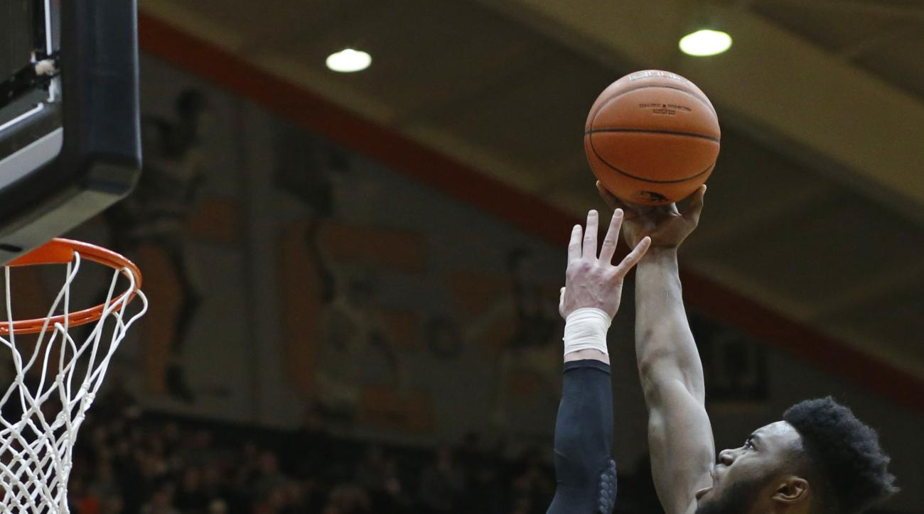 California's Jaylen Brown, right, is fouled by Oregon State's Drew Eubanks during the first half of an NCAA college basketball game in Corvallis, Ore., on Saturday, Jan. 9, 2016. (AP Photo/Timothy J. Gonzalez)