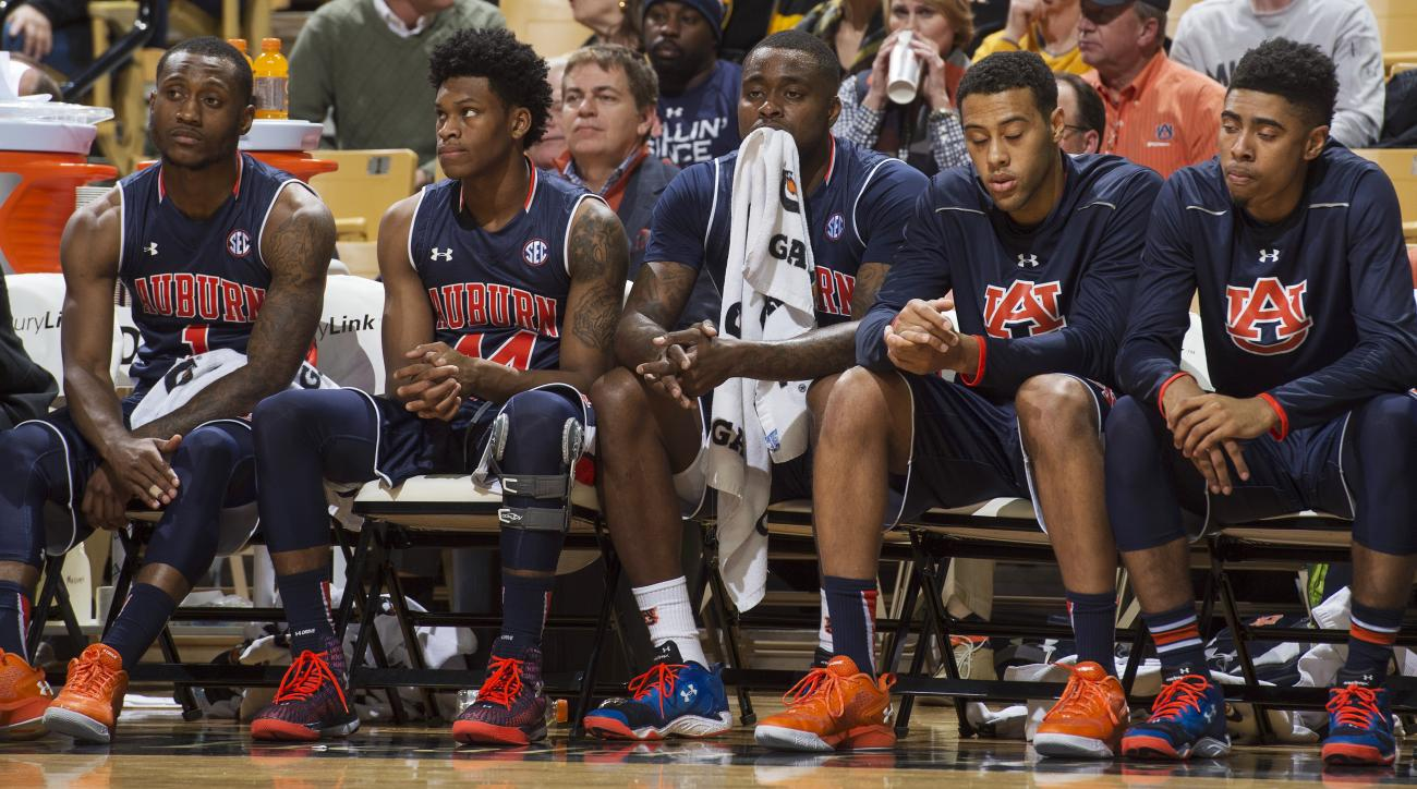 Auburn players sit on the bench late in the second half of an NCAA college basketball game against Missouri, Saturday, Jan. 9, 2016, in Columbia, Mo. Missouri won 76-61. (AP Photo/L.G. Patterson)