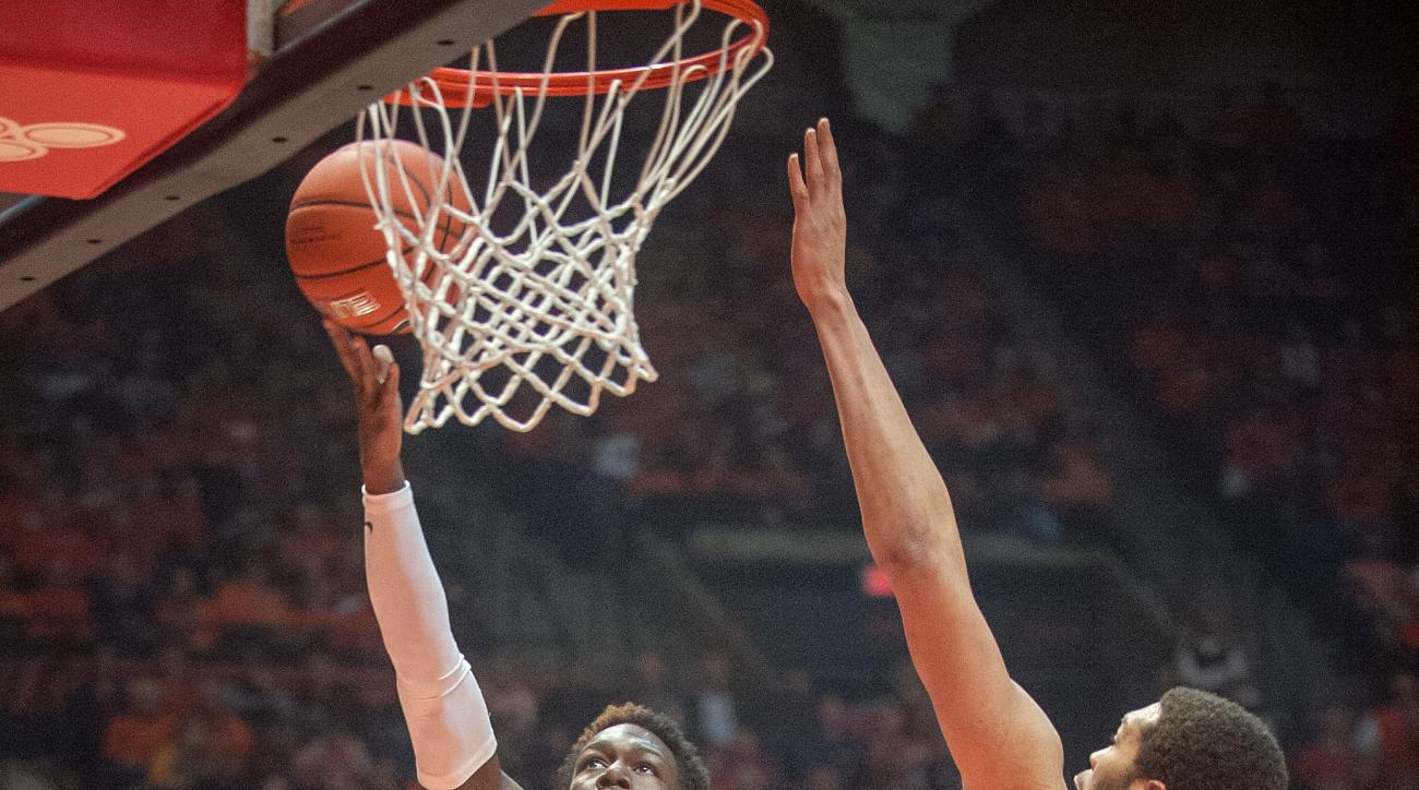 Illinois guard Kendrick Nunn (25) lays up a shot against Purdue center A.J. Hammons (20) in the first half of an NCAA college basketball game in Champaign, Ill., Sunday, Jan. 10, 2016. (AP Photo/Rick Danzl)