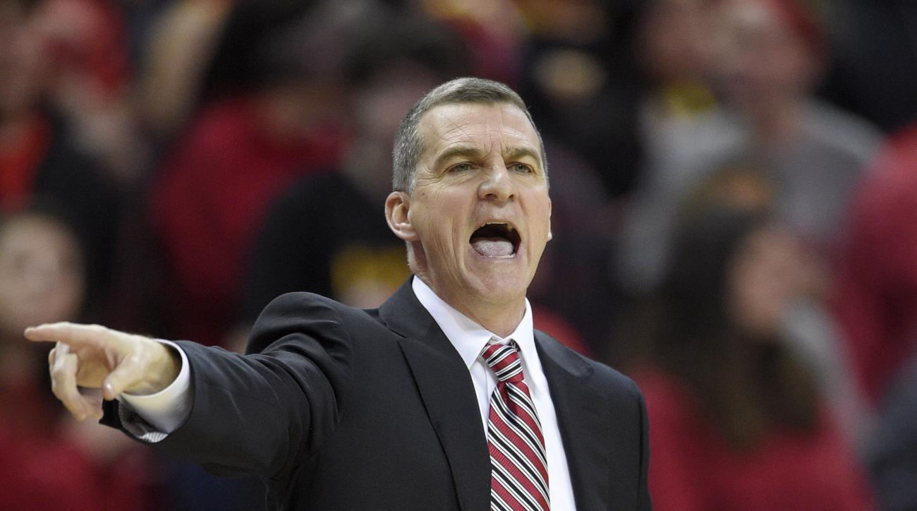 Maryland head coach Mark Turgeon points during the first half of an NCAA college basketball game against Northwestern, Tuesday, Jan. 19, 2016, in College Park, Md. (AP Photo/Nick Wass)