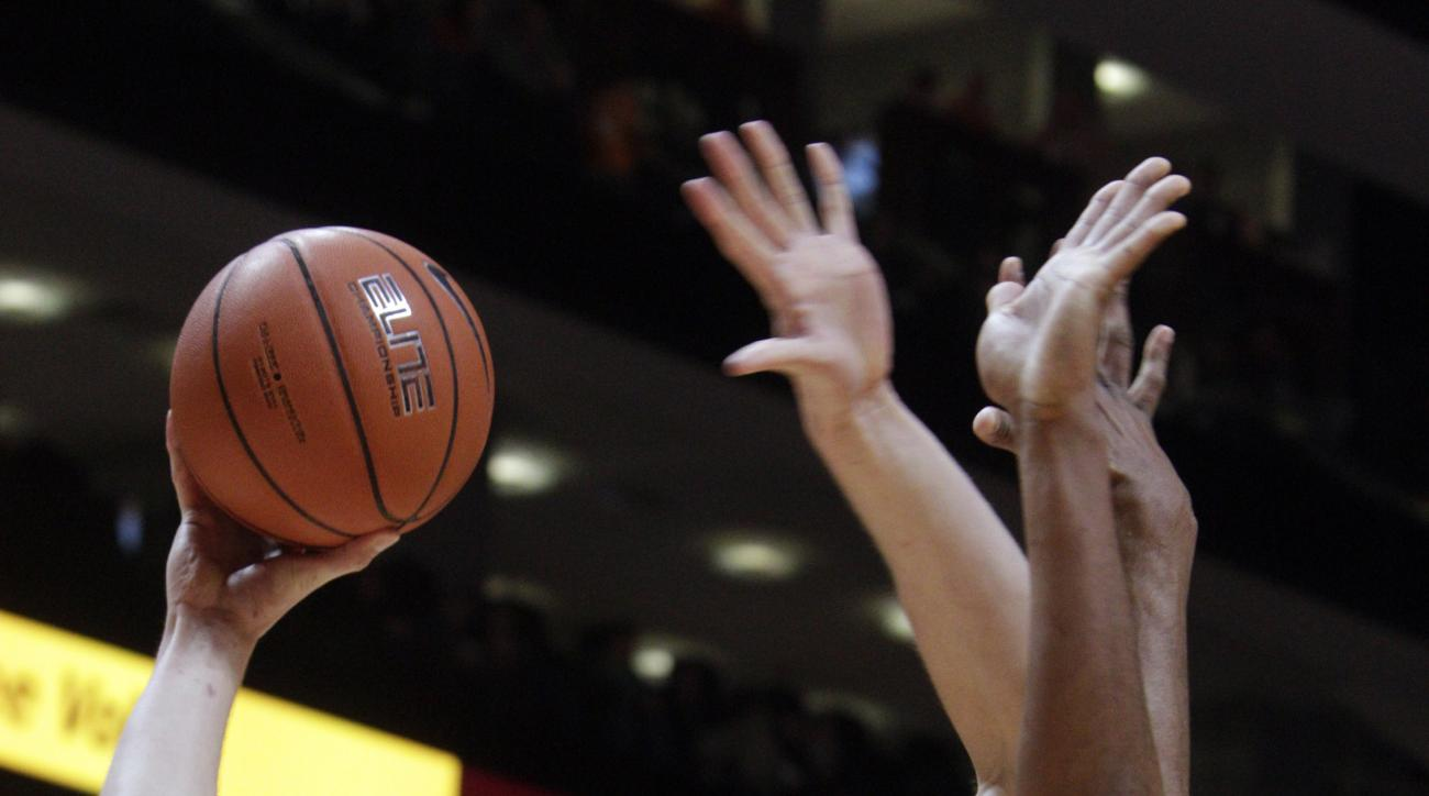 South Carolina forward Laimonas Chatkevicius (14) shoots over Tennessee guard Robert Hubbs III (3) during the first half of an NCAA college basketball game, Saturday, Jan. 23, 2016, in Knoxville, Tenn. (AP Photo/Wade Payne)