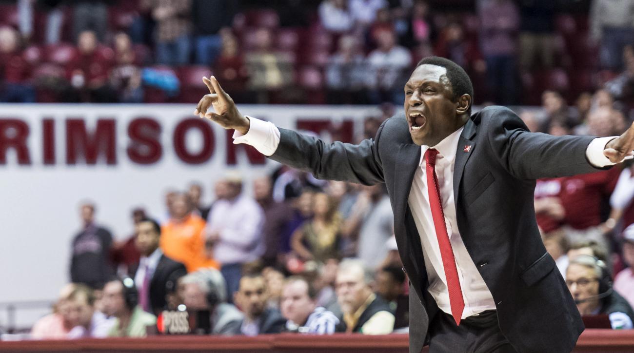 Alabama coach Avery Johnson yells during the team's NCAA college basketball game against Tennessee on Tuesday, Jan. 26, 2016, in Tuscaloosa, Ala. Alabama won 63-57. (Vasha Hunt/AL.com via AP)