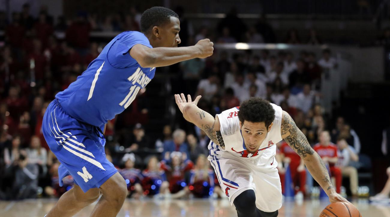 Memphis's Jeremiah Martin (10) defends as SMU guard Nic Moore (11) sprints to the basket in the second half of an NCAA college basketball game, Saturday, Jan. 30, 2016, in Dallas. (AP Photo/Tony Gutierrez)