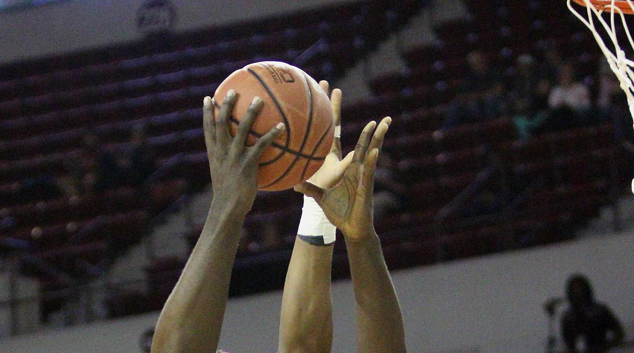 Mississippi State forward Gavin Ware (20) shoots over Alabama forward Donta Hall (35) during the first half of an NCAA college basketball game in Starkville, Miss., Tuesday, Feb. 2, 2016. (AP Photo/Jim Lytle)