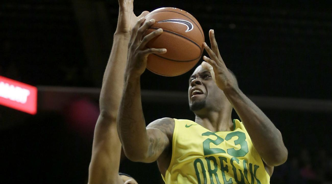 Oregon's Elgin Cook, right, goes up against Colorado's George King during the second half of an NCAA college basketball game Thursday, Feb. 4, 2016, in Eugene, Ore. Oregon won 76-56. (AP Photo/Ryan Kang)
