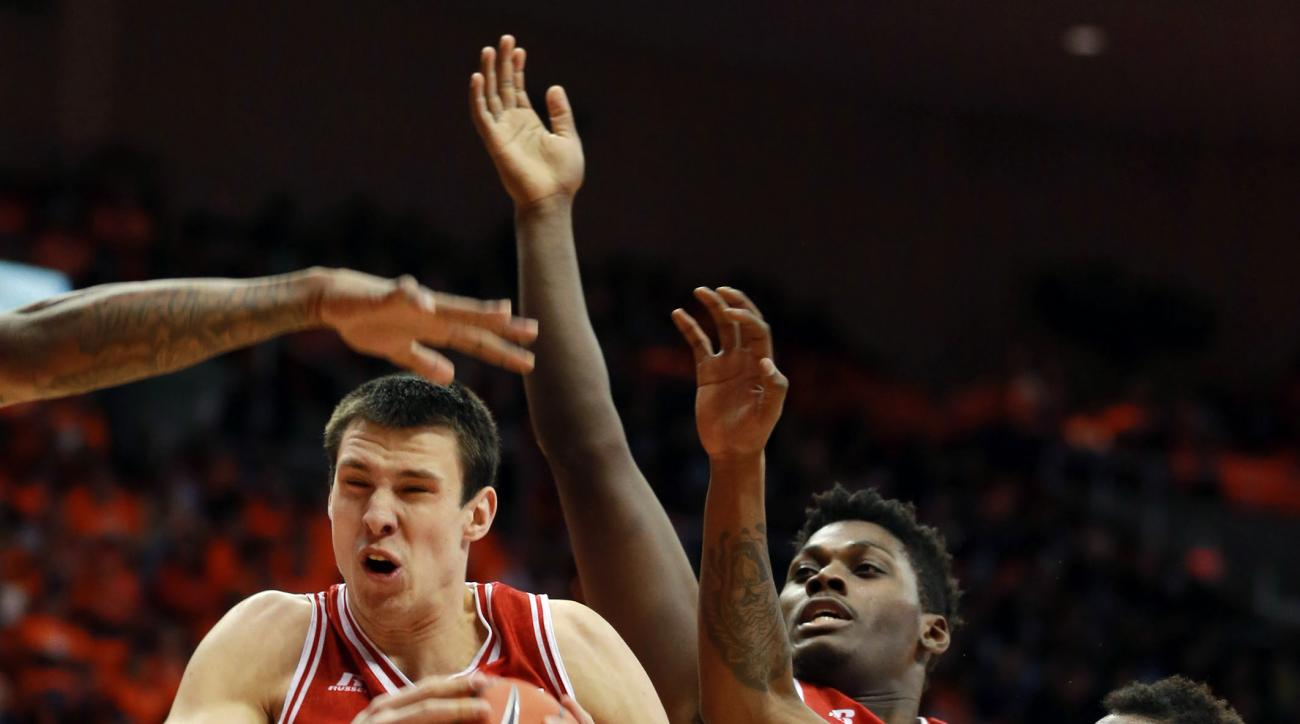 Western Kentucky's Aleksej Rostov, left, grabs a rebound from UTEP's Lee Moore, right, during the first half of an NCAA college basketball game Saturday, Feb. 6, 2016, in El Paso, Texas. (VIctor Calzada/The El Paso Times via AP) EL DIARIO OUT; JUAREZ MEXI