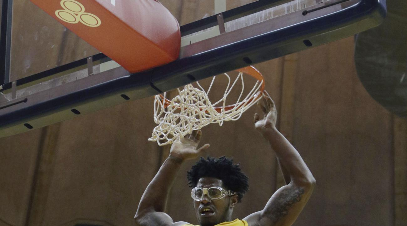 West Virginia forward Devin Williams (41) dunks the ball during the second half of an NCAA college basketball game against Baylor, Saturday, Feb, 6, 2016, in Morgantown, W.Va. (AP Photo/Raymond Thompson)