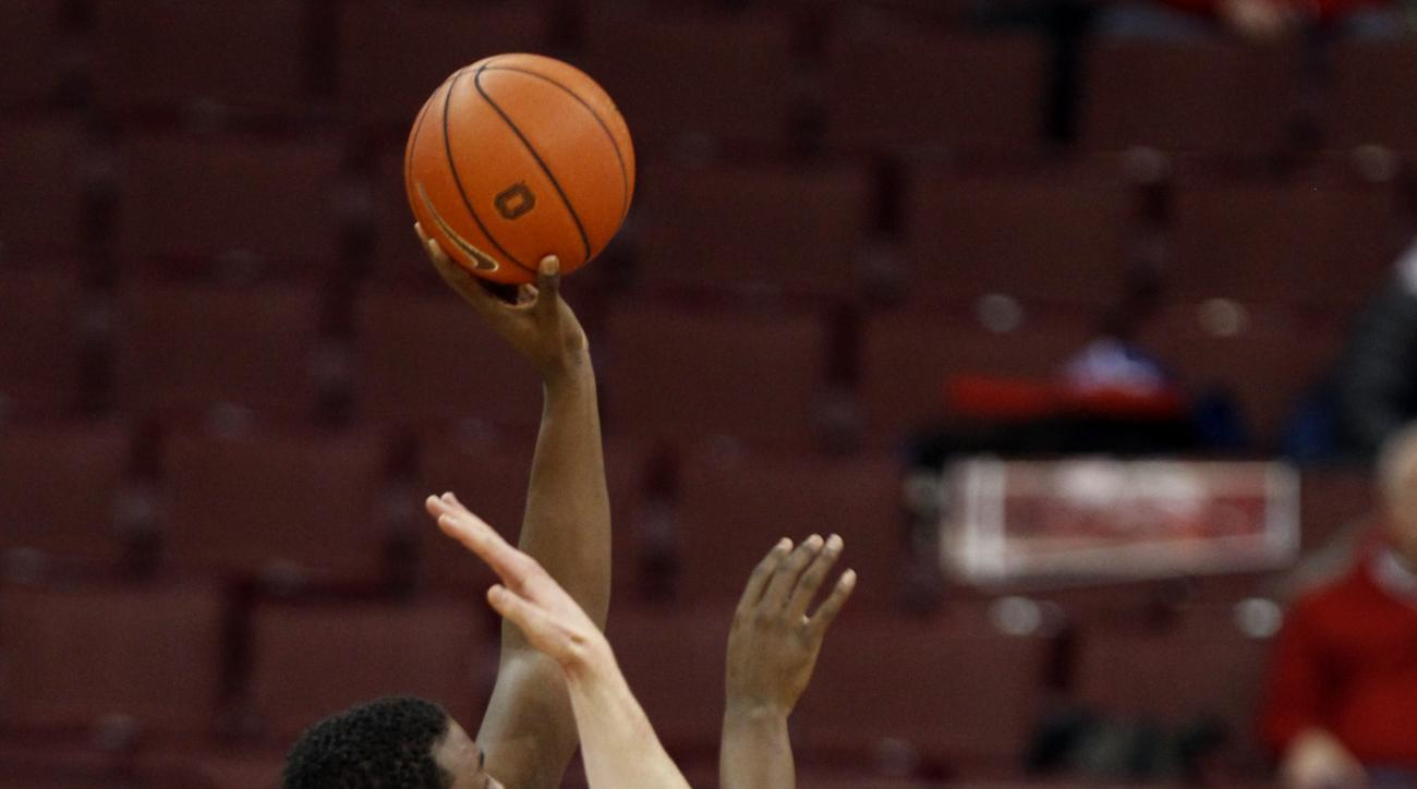 Ohio State's Jae'Sean Tate, left, goes up for a shot against Northwestern's Gavin Skelly during the first half of an NCAA college basketball game in Columbus, Ohio, Tuesday, Feb. 9, 2016. (AP Photo/Paul Vernon)