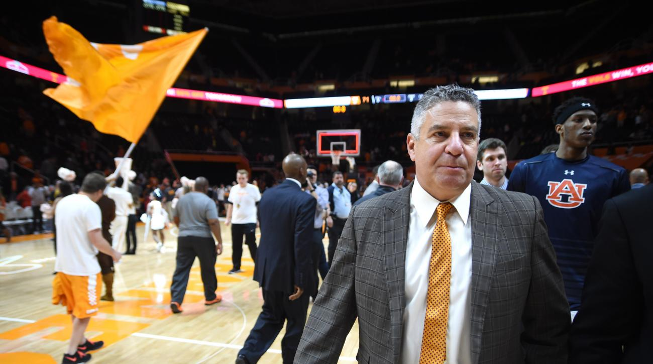 Auburn head coach Bruce Pearl exits the court after losing to Tennessee, 71-45, in an NCAA basketball game in Knoxville, Tenn., Tuesday, Feb. 9, 2016. (Adam Lau/Knoxville News Sentinel via AP) MANDATORY CREDIT