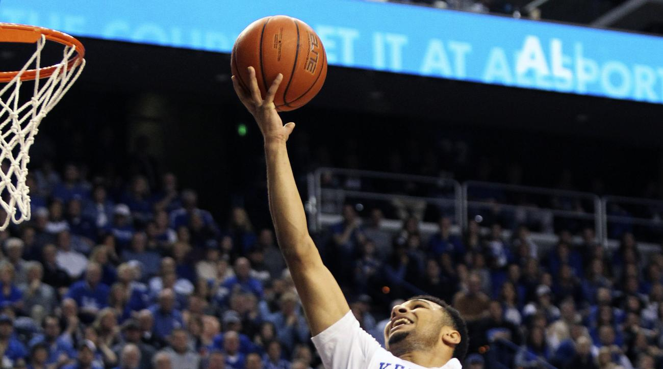 Kentucky's Jamal Murray (23) shoots near Tennessee's Robert Hubbs III during the first half of an NCAA college basketball game Thursday, Feb. 18, 2016, in Lexington, Ky. (AP Photo/James Crisp)