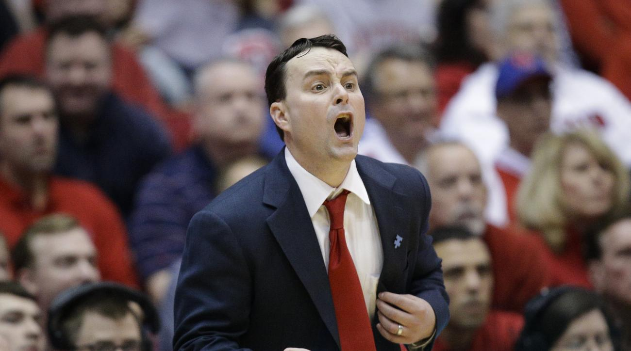 Dayton head coach Archie Miller directs his players from the bench during the second half of their NCAA college basketball game against St. Bonaventure, Saturday, Feb. 20, 2016, in Dayton, Ohio. St. Bonaventure won 79-72. (AP Photo/John Minchillo)