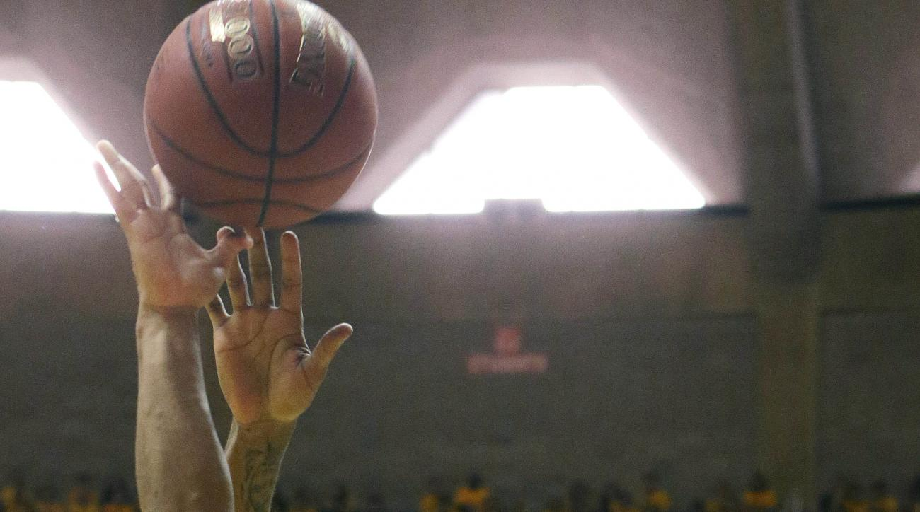 Oklahoma guard Dinjiyl Walker (2) drives to the basket while being defended by West Virginia guard Tarik Phillip (12) during the first half of an NCAA college basketball game, Saturday, Feb, 20, 2016, in Morgantown, W.Va. (AP Photo/Raymond Thompson)