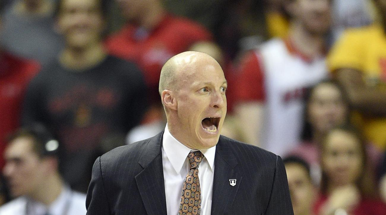 Illinois coach John Groce reacts during the first half of the team's NCAA college basketball game against Maryland, Thursday, March 3, 2016, in College Park, Md. (AP Photo/Nick Wass)