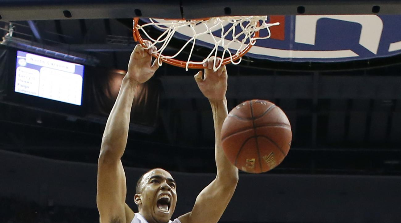 North Carolina forward Brice Johnson (11) dunks the ball in front of Pittsburgh forward Jamel Artis (1) during the first half of an NCAA college basketball game in the Atlantic Coast Conference tournament, Thursday, March 10, 2016, in Washington. (AP Phot