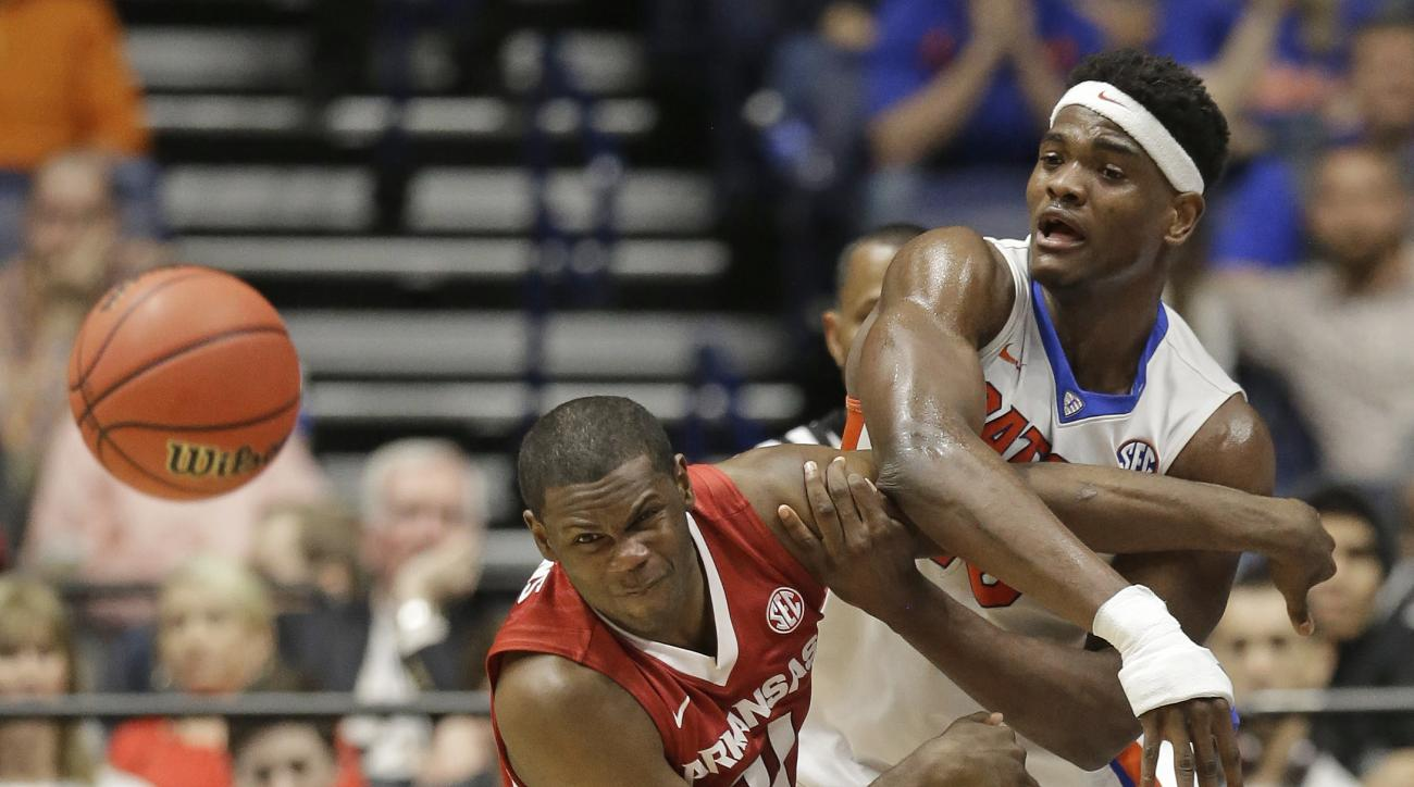 Arkansas's Manuale Watkins, left, and Florida's John Egbunu, right, battle for a loose ball during the first half of an NCAA college basketball game in the Southeastern Conference tournament in Nashville, Tenn., Thursday, March 10, 2016. (AP Photo/Mark Hu