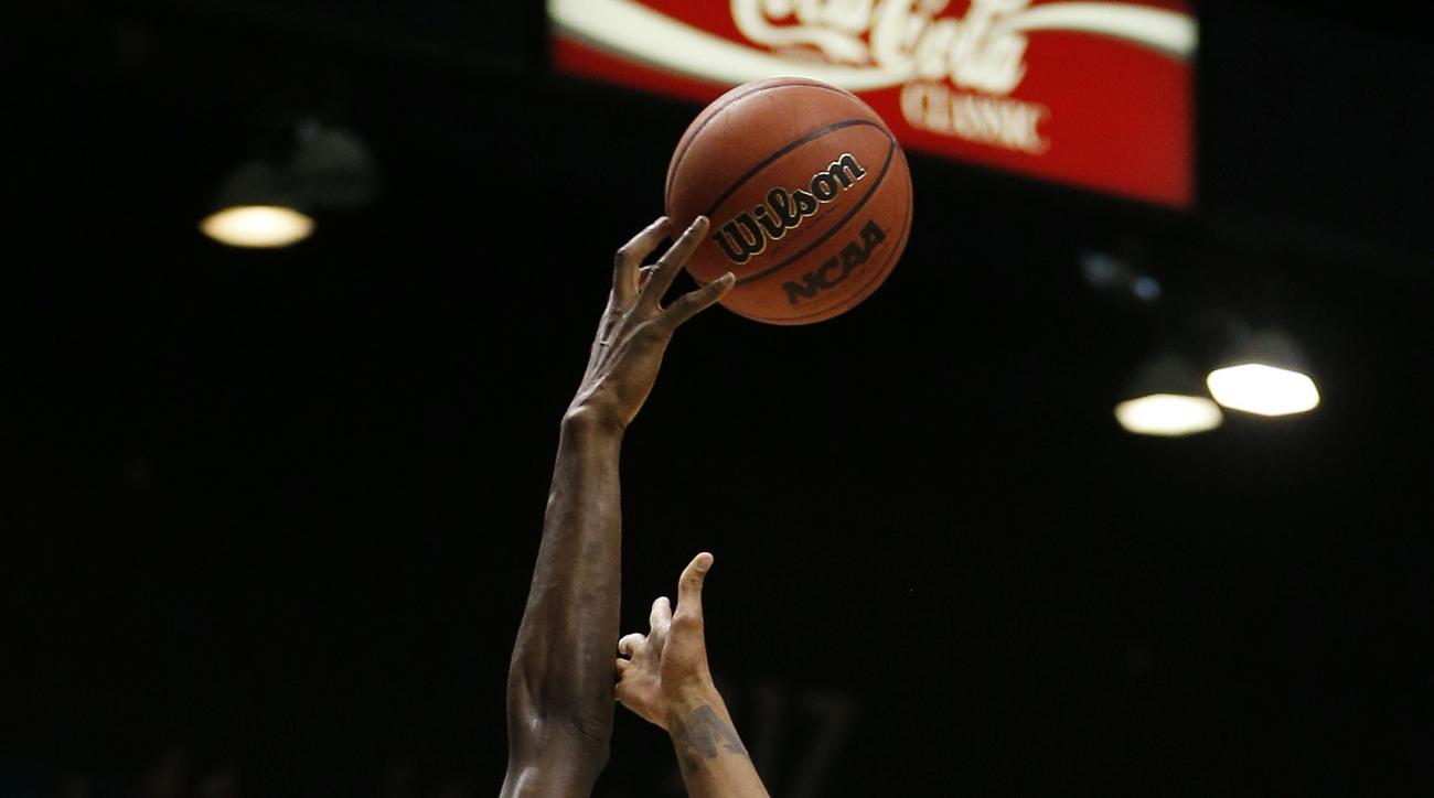 Oregon forward Chris Boucher (25) blocks a shot by Washington guard Dejounte Murray (5) during the first half of an NCAA college basketball game in the quarterfinal round of the Pac-12 men's tournament Thursday, March 10, 2016, in Las Vegas. (AP Photo/Joh