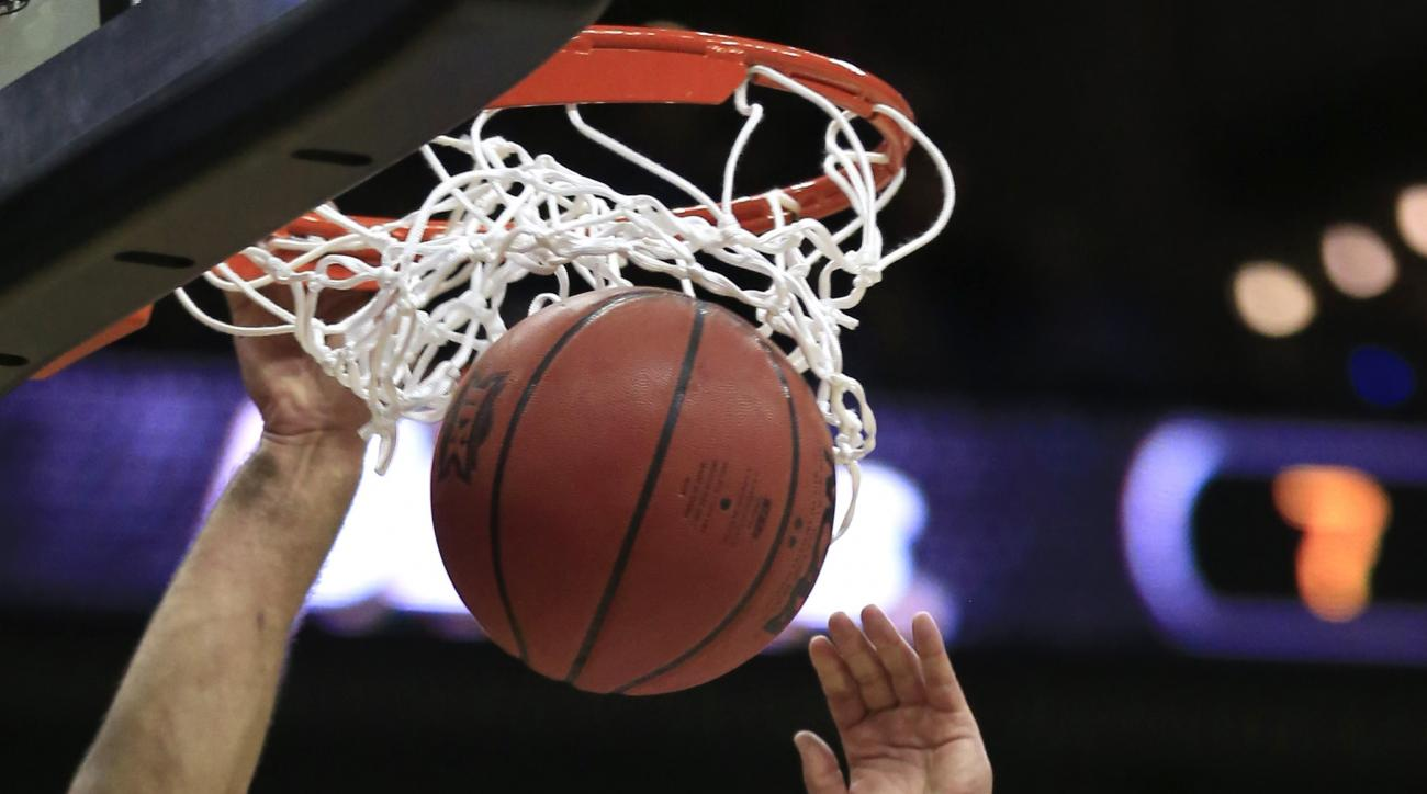 Kansas forward Perry Ellis (34) dunks during the first half of an NCAA college basketball game against Baylor in the semifinals of the Big 12 Conference tournament in Kansas City, Mo., Friday, March 11, 2016. (AP Photo/Orlin Wagner)