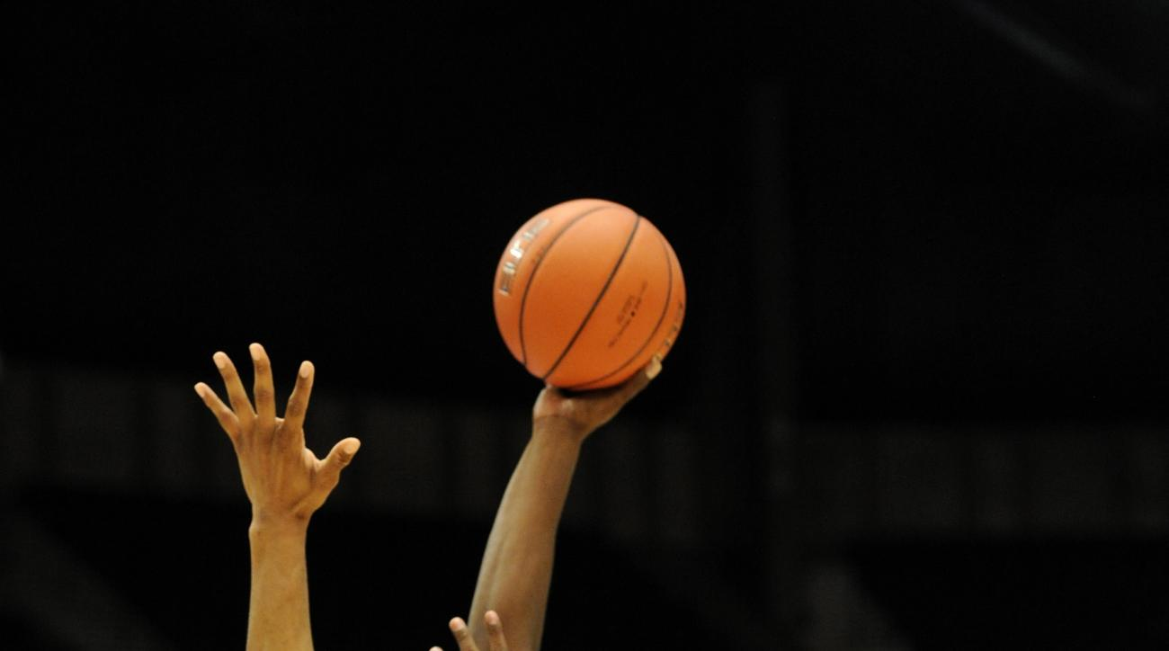 Middle Tennessee's Giddy Potts, right, shoots over Old Dominion's Brandan Stith, left, during the first half of an NCAA college basketball game in the championship of the Conference USA men's tournament, Saturday, March 12, 2016, in Birmingham, Ala. (AP P