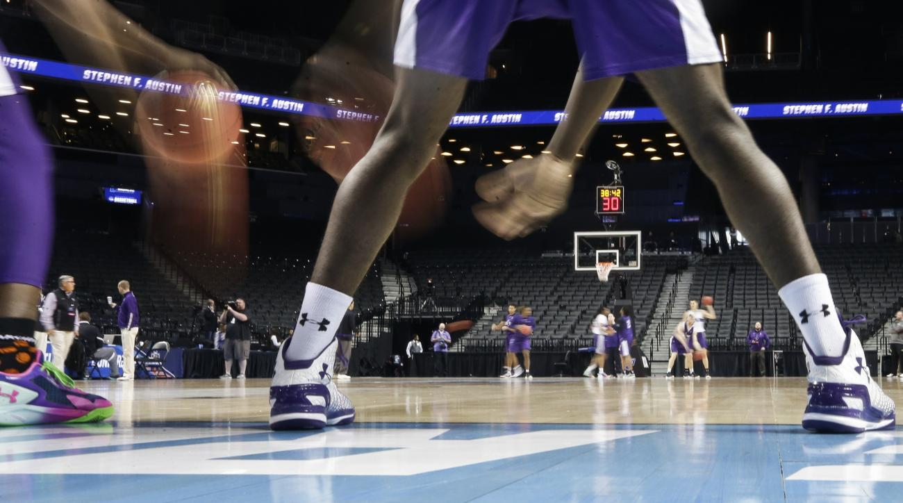 Stephen F. Austin players practice for a first-round men's college basketball game against West Virginia in the NCAA Tournament Thursday, March 17, 2016, in New York. (AP Photo/Frank Franklin II)