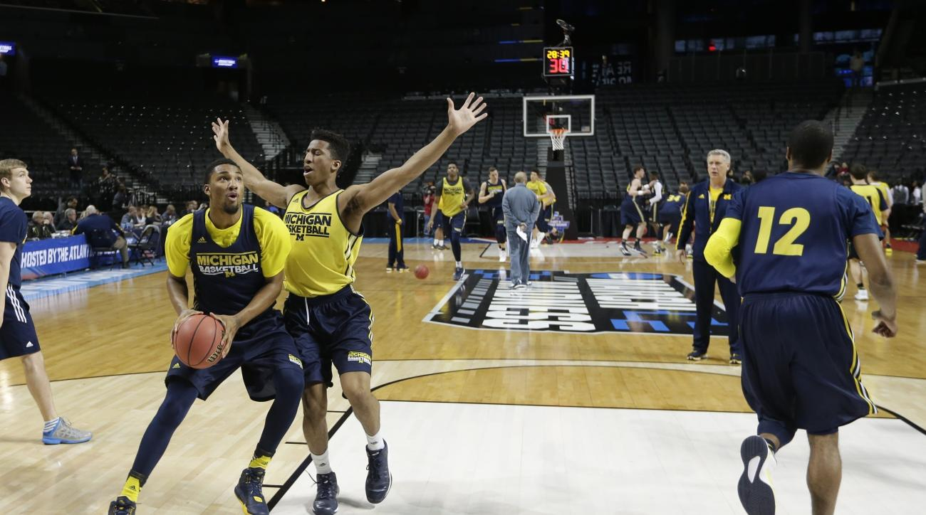 Michigan's Aubrey Dawkins, second from left, defends Zak Irvin, left, during a practice session for a first-round men's college basketball game against Notre Dame in the NCAA Tournament Thursday, March 17, 2016, in New York. (AP Photo/Frank Franklin II)
