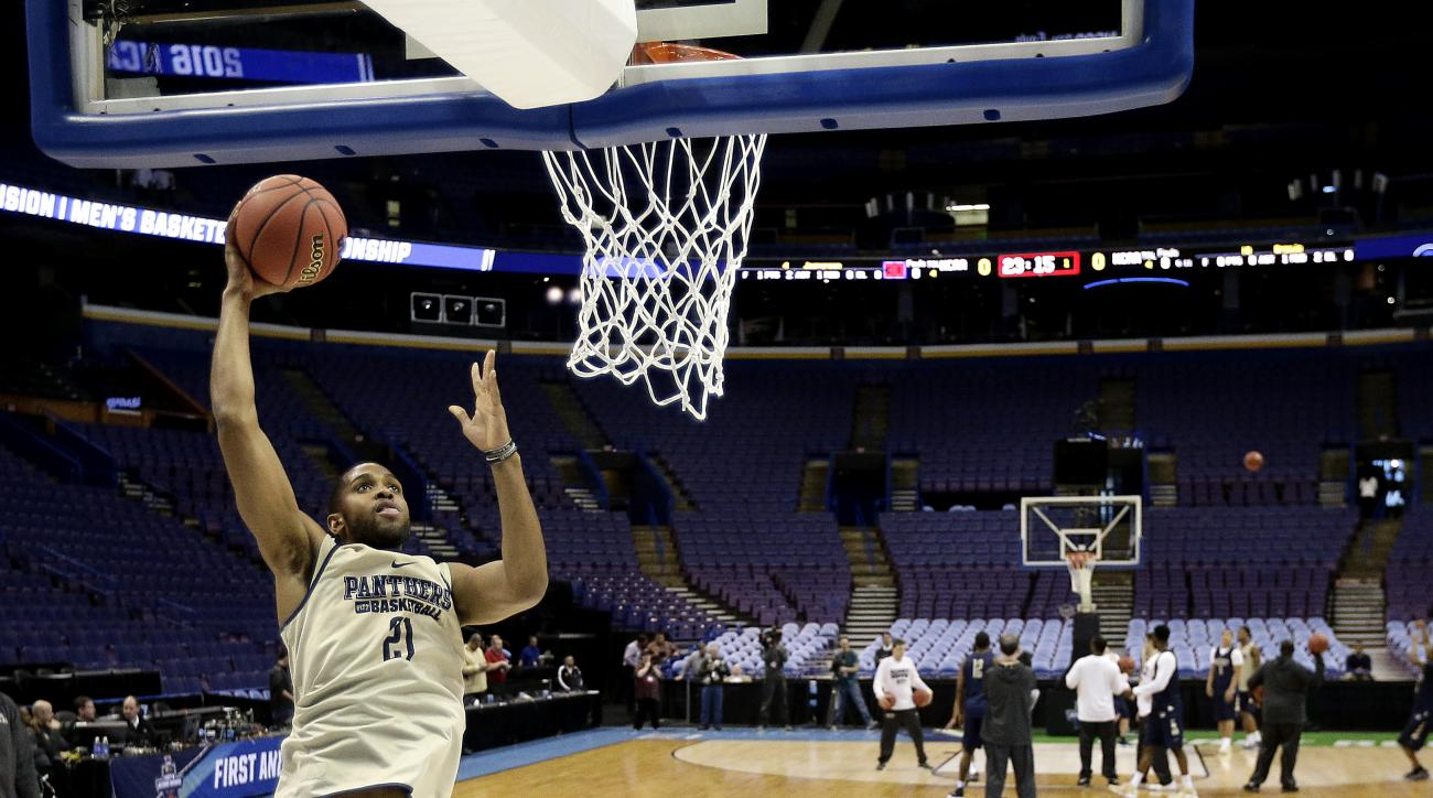 Pittsburgh's Sheldon Jeter dunks the ball during practice ahead of a first-round men's college basketball game in the NCAA tournament, Thursday, March 17, 2016, in St. Louis. Pittsburgh plays Wisconsin on Friday. (AP Photo/Charlie Riedel)
