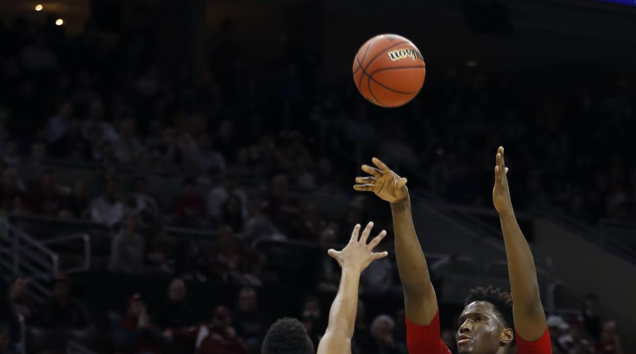 Wisconsin's Nigel Hayes, right, goes up for a shot against Notre Dame's Bonzie Colson during the first half of an NCAA college basketball game in the regional semifinals of the men's NCAA Tournament, Friday, March 25, 2016, in Philadelphia. (AP Photo/Chri