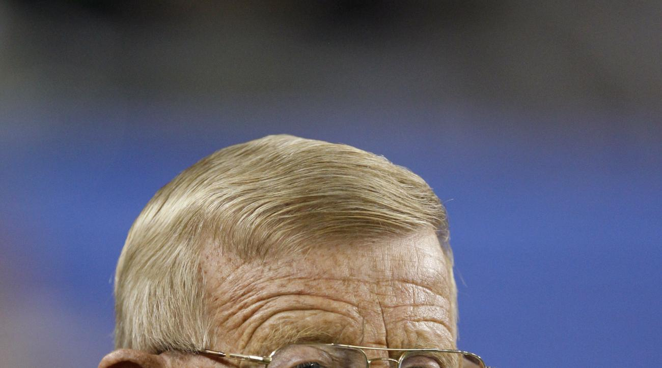 Television analyst and former coach Lou Holtz watches Oregon play Kansas State during the Fiesta Bowl NCAA college football game Thursday, Jan. 3, 2013, in Glendale, Ariz. (AP Photo/Paul Connors)