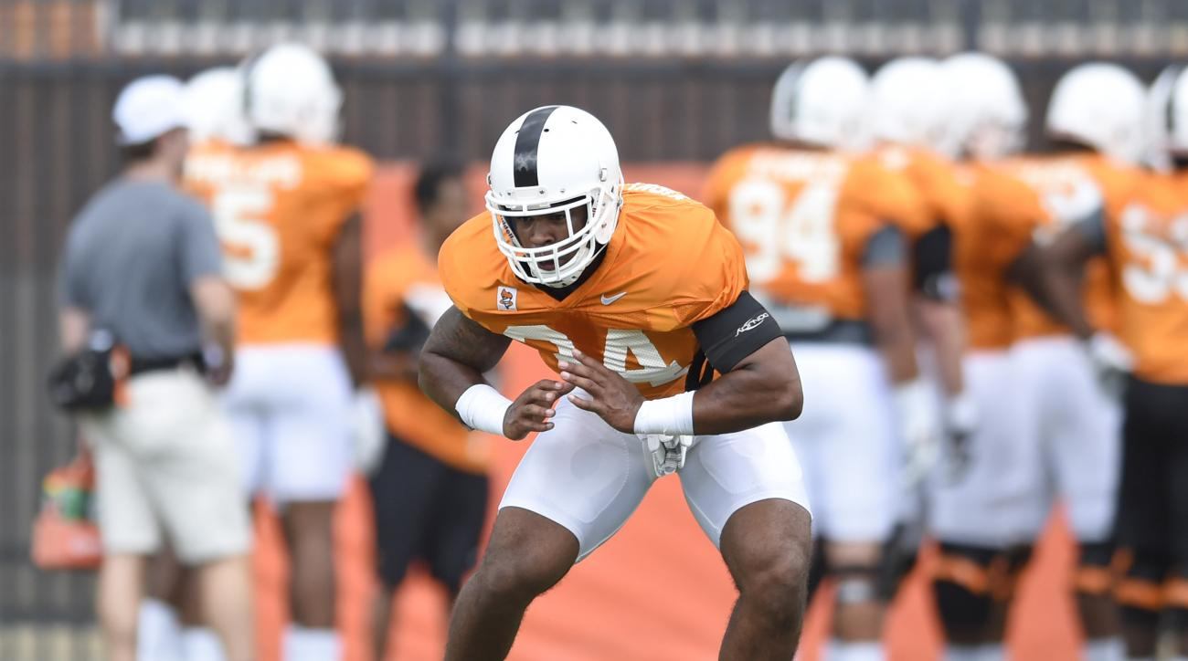 Tennessee linebacker Darrin Kirkland Jr. works on lateral drills during NCAA college football practice Friday, Aug. 7, 2015, in Knoxville, Tenn. (Adam Lau/Knoxville News Sentinel via AP)