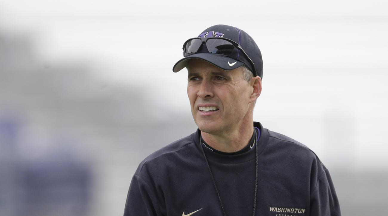 Washington head coach Chris Petersen watches NCAA college football practice drills, Monday, March 30, 2015, on the first day of spring practice in Seattle. (AP Photo/Ted S. Warren)
