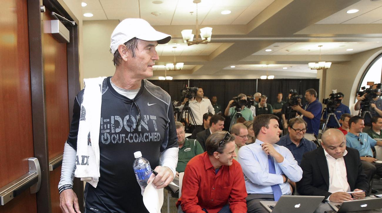 Baylor head football coach Art Briles prepares to address the media, Monday Aug. 31, 2015, in Waco, Texas. (Jerry Larson/Waco Tribune-Herald via AP) MANDATORY CREDIT