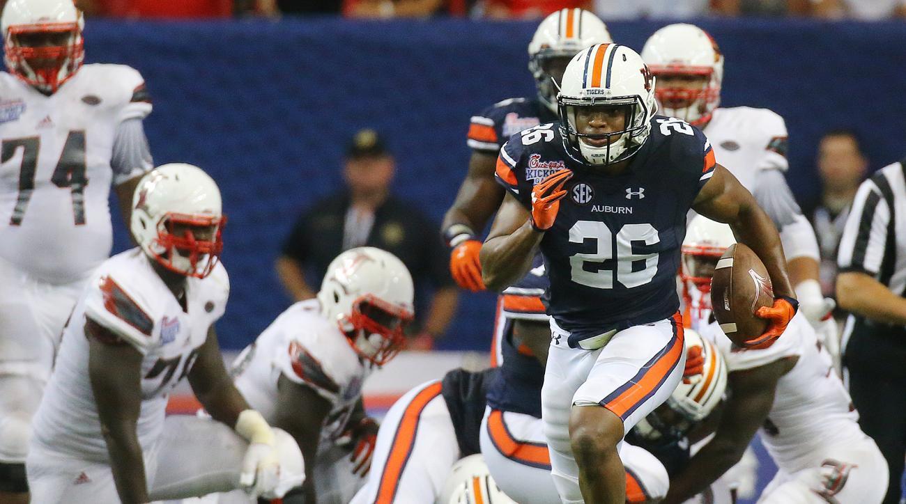 Auburn linebacker Justin Garrett returns Louisville fumble for a touchdown during the second quarter of an NCAA college football game Saturday, Sept. 5, 2015, in Atlanta.  (Curtis Compton/Atlanta Journal-Constitution via AP)  MARIETTA DAILY OUT; GWINNETT