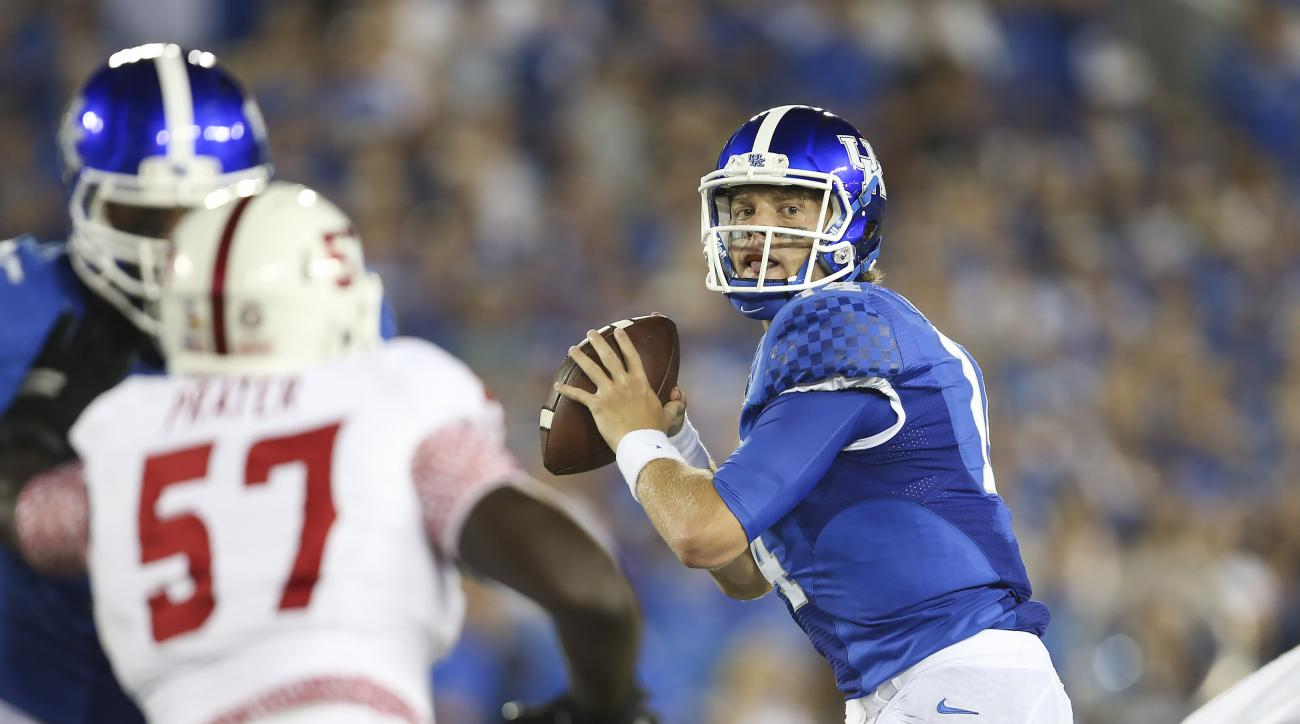 Kentucky quarterback Patrick Towles looks to pass downfield during the first half against Louisiana-Lafayette in an NCAA college football game in Lexington, Ky., Saturday, Sept. 5, 2015. (AP Photo/David Stephenson)